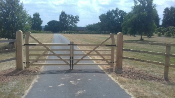 Estate Gates Oak